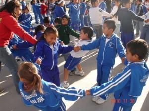 Niños Centro Educativo en la entrega donativo Chen 2010